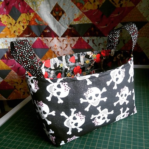 ...and to top it all off an #hourbasket (pattern by @kelbysews) for a Halloween swap! 😀