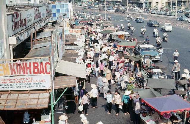 SAIGON 1969 - Photo by larsdh - Chợ Tết xuân Kỷ Dậu