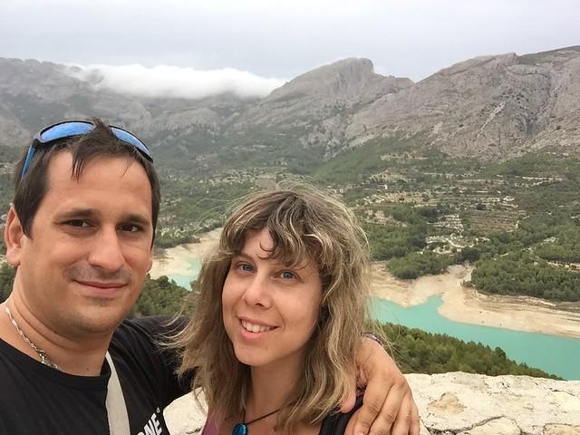 Rebeca y Sele en el Valle de Guadalest (Alicante)