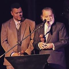 Banu Santana e Tony Ramis dividem troféu de Nelhir stir pir Tim naua e Getúlio na noute do Grande Prêmio do Cinema Brasileiro !  :clap: :clap: :clap:  :clap: :smiley: :clap: :thumbsup: :clap: :clap: :clap: :musical_note: :microphone: :notes: :two_hearts: