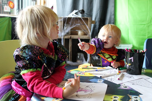 sisters crafting boo at the zoo whipsnade