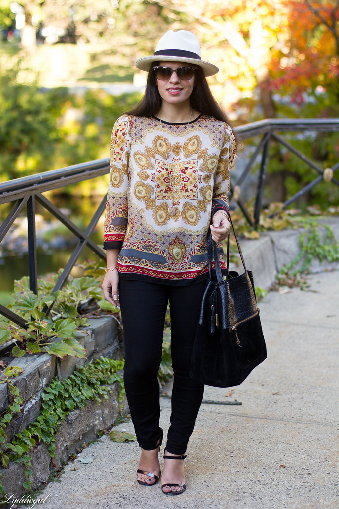 printed tunic, black pants, panama hat-3.jpg