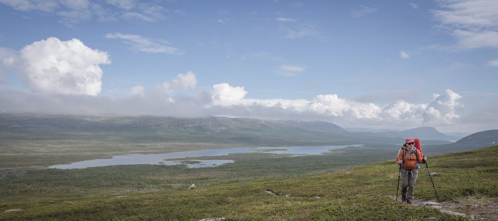 Traversing high above Goldajávvri lake. Lappland. Troms. Norway. #7monthspregnantinpicture #6kgbackpack