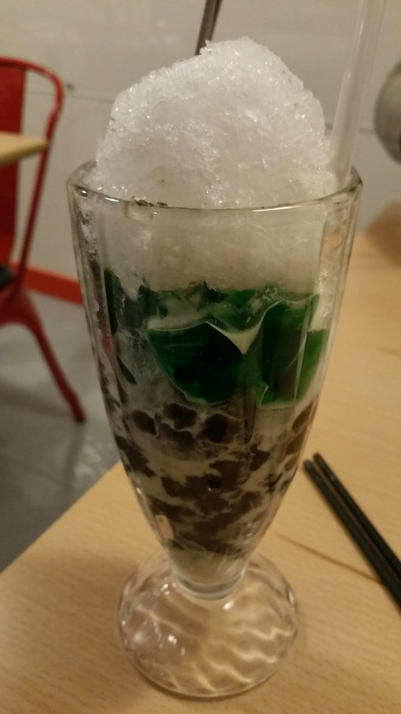 2015-Dec-11 Miss Saigon shaved ice dessert