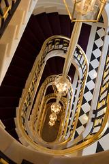 La-Reserve-Paris-Hotel-escalier-2