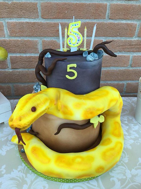 Snake Themed Cake by T'intorto