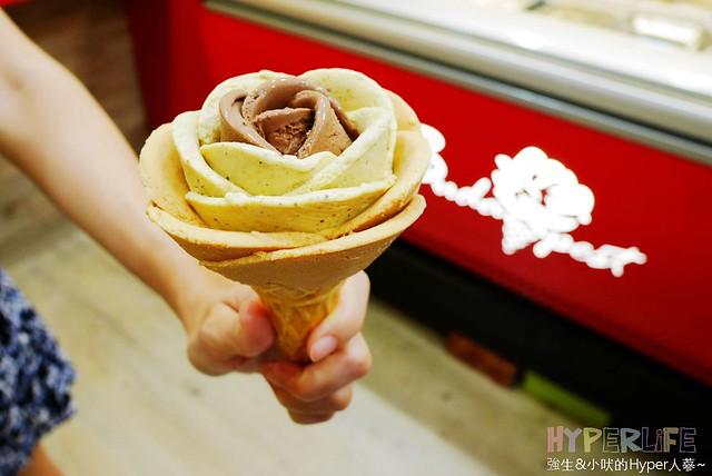 gelato,中式糕點,冰店,冰淇淋,台中,大雅,好吃,布達佩斯冰淇淋,布達佩斯冰淇淋專賣店,燒仙草,玫瑰冰淇淋,玫瑰花瓣冰淇淋,豆花,造型冰淇淋,飲料 @強生與小吠的Hyper人蔘~