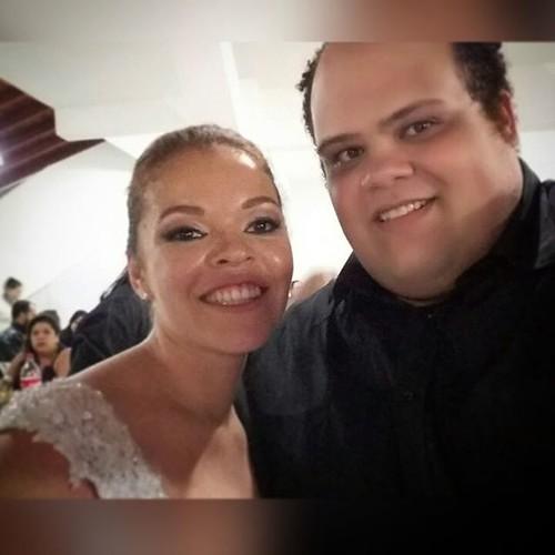 Ainda sobre o casamento da prima... A felicidade que ela está sentindo é possível notar a quilômetros de distância. Parabéns Mari! #boanoite #married