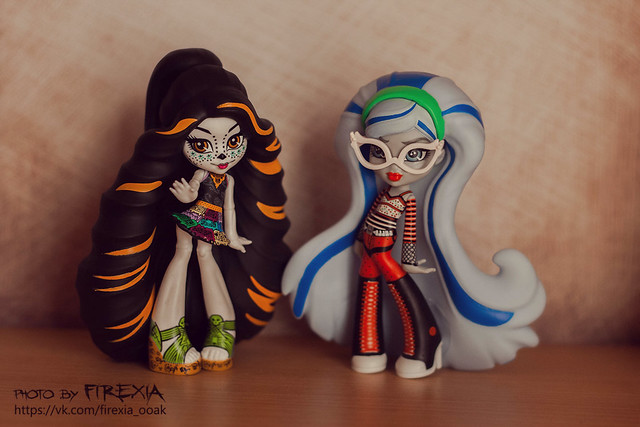 Skelita&Ghoulia vinyl figures