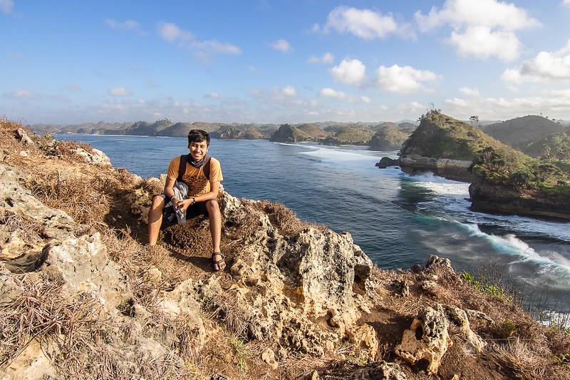 Pemandangan dari Atas Bukit di Batu Bengkung