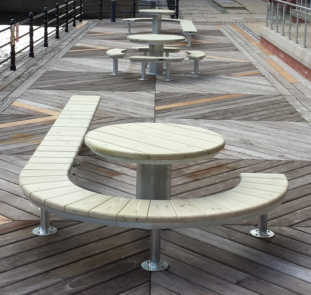 Urban Modern Curved Street Furniture By Pendlewood.co.uk (2)