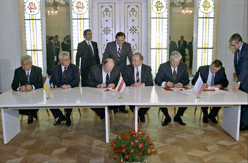 Signing the Agreement to eliminate the USSR and establish the Commonwealth of Independent States