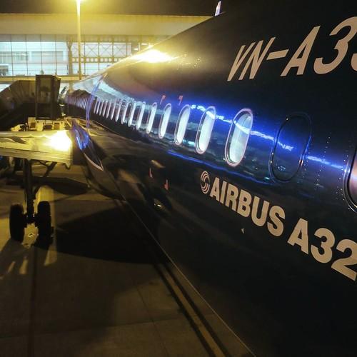タラップで空港に降りたって、シャトルバスに乗るタイプのエアバス。