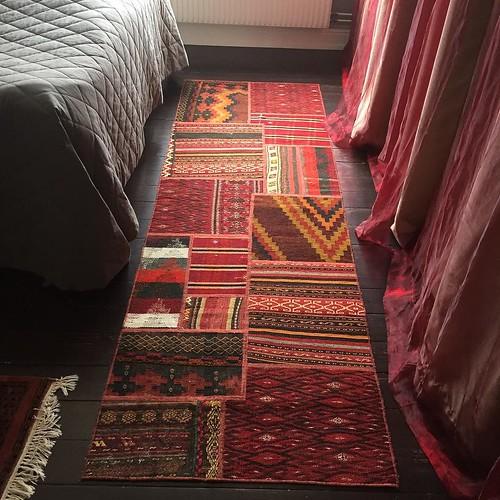 Tre nya mattor blev det igår som sagt. Den här fick hamna i sovrummet.