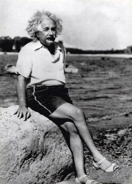 Einstein crossed legs