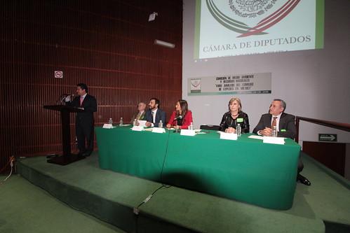 El día 26 de septiembre se llevó a cabo en la H. Cámara de Diputados el foro: Análisis del combate de especies en México.