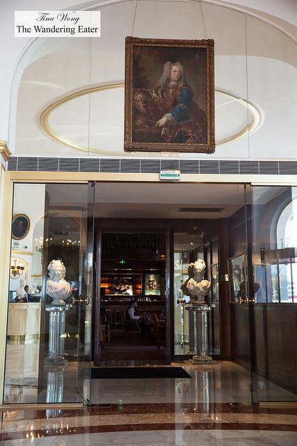 Hallway leading to the Le Negresco Bar