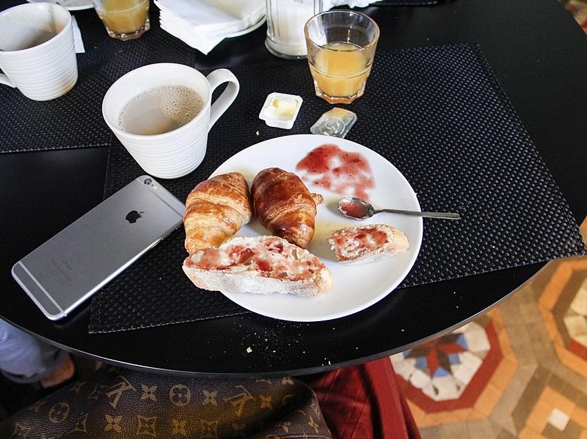 desayuno buffet toc hostel buena relacion calidad precio en madrid