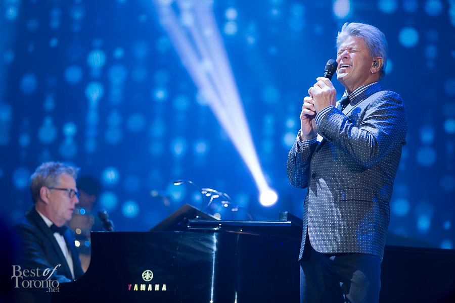 David Foster and Peter Cetera (Chicago) heat things up