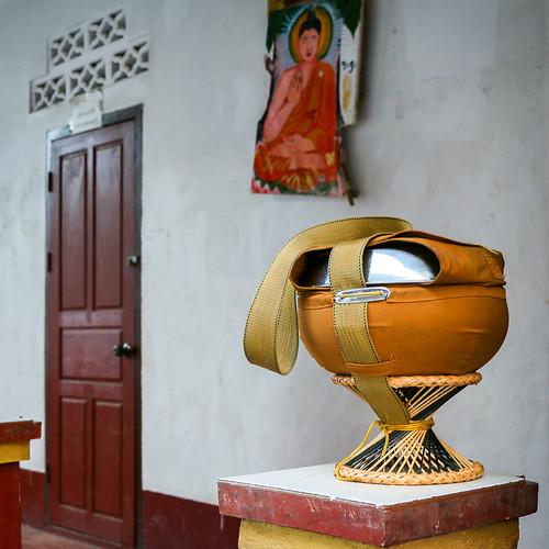 Alms bowl in Wat Manorom, Luang Prabang, laos ルアンパバーン、ワット・マノーロムの托鉢用の鉢