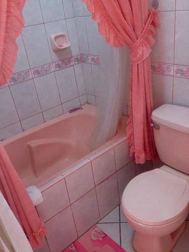 Our pink bathroom at Kunanwasi Hotel, Nazca