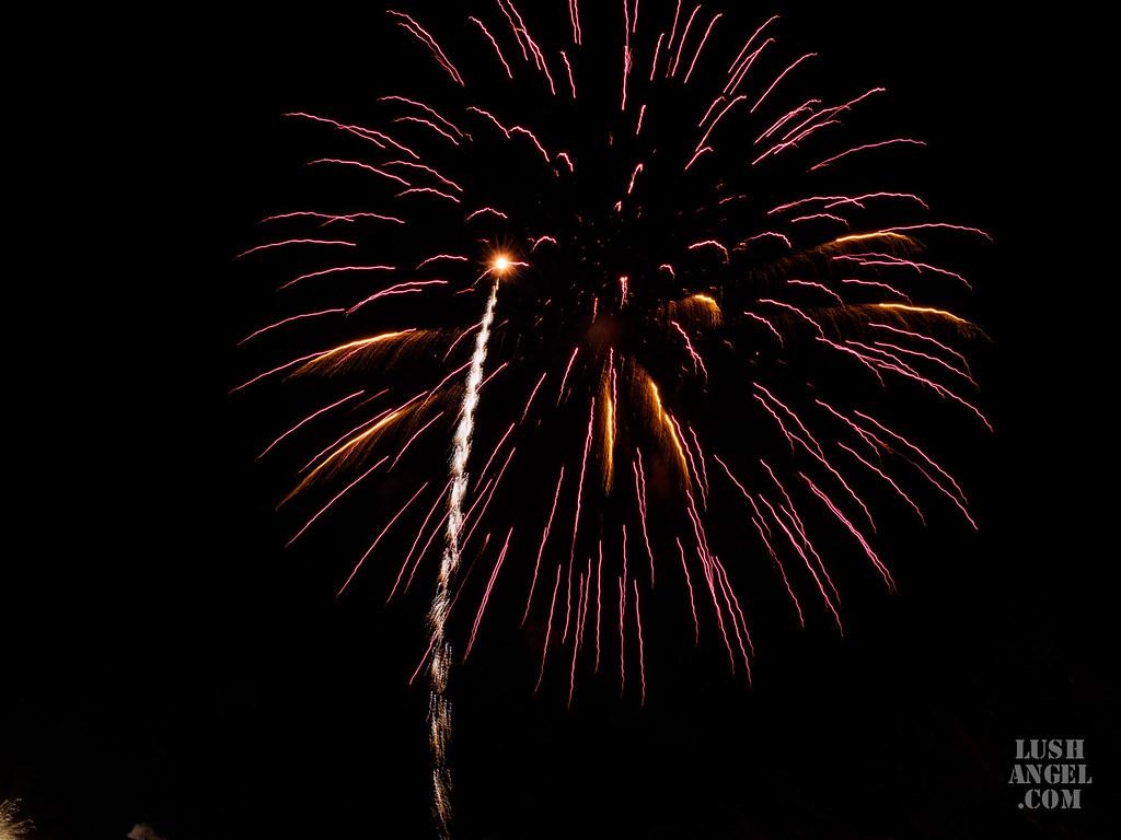moa-fireworks