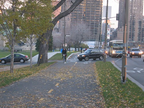 Parc avenue bike path - watch out for cars when crossing Duluth.