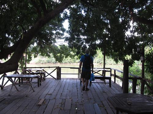 Paksé: la terrasse de notre guesthouse