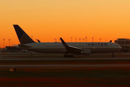 konomark ua united airlines ual n666ua boeing 767 b767 sunrise morning aircraft taxi runway time clear blue sky