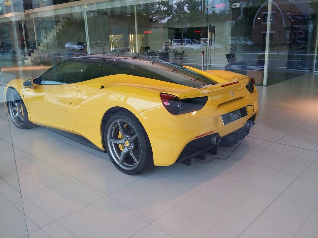 Ferrari 488 features