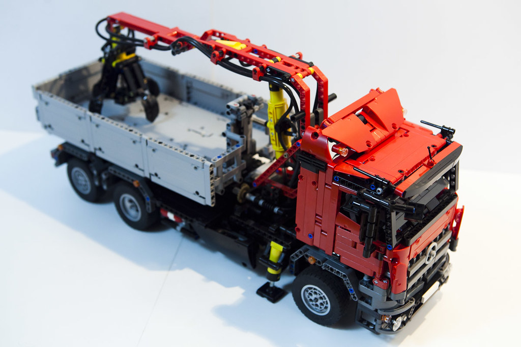 lego technic - mercedes arocs - hook lift hds - a photo on flickriver
