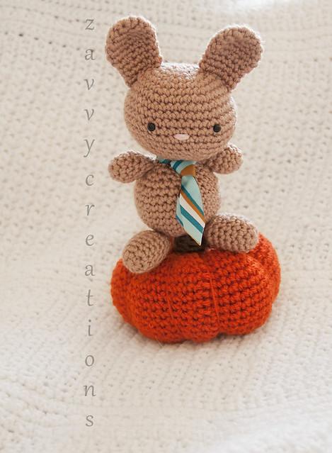 Bunny on Pumpkin - Amigurumi