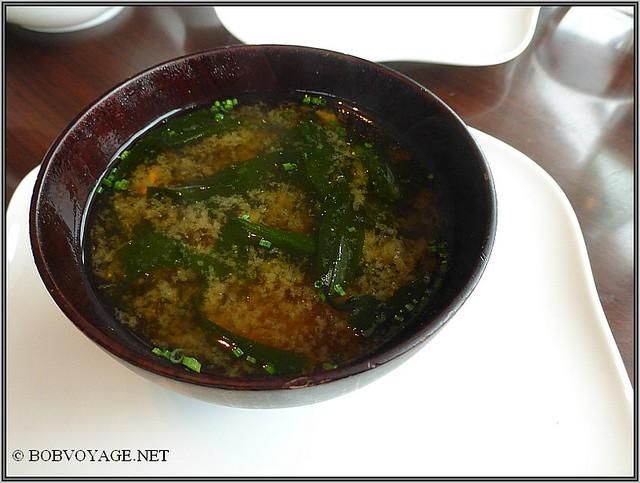 מרק המיסו עם הטופו המפורק ב- dinings