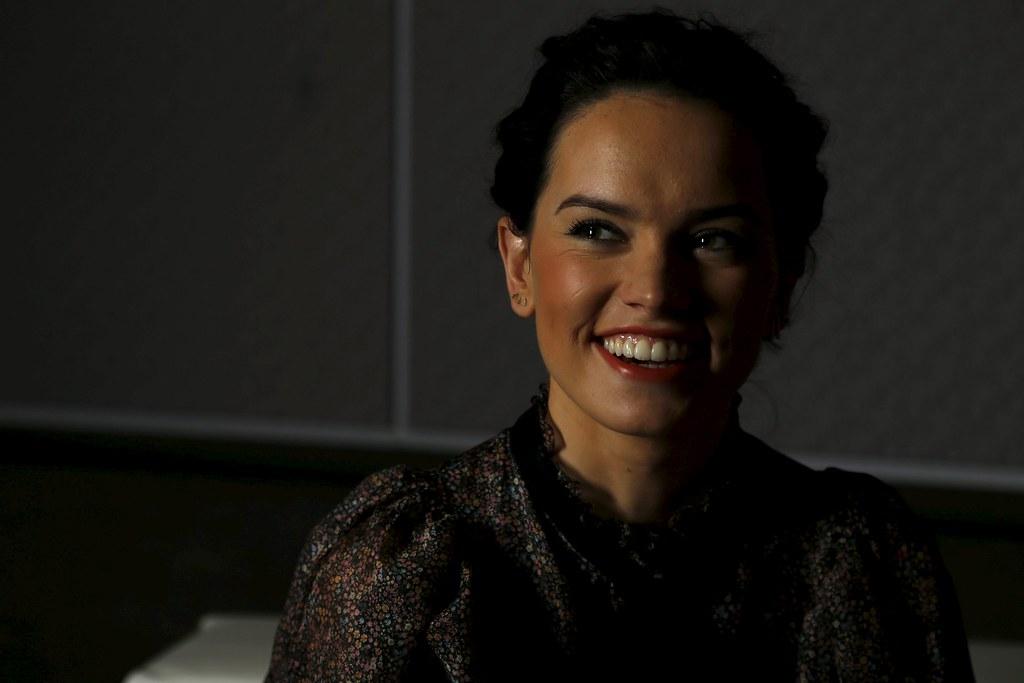 Дэйзи Ридли — Фотосессия для «Звёздные войны» RT 2015 – 5