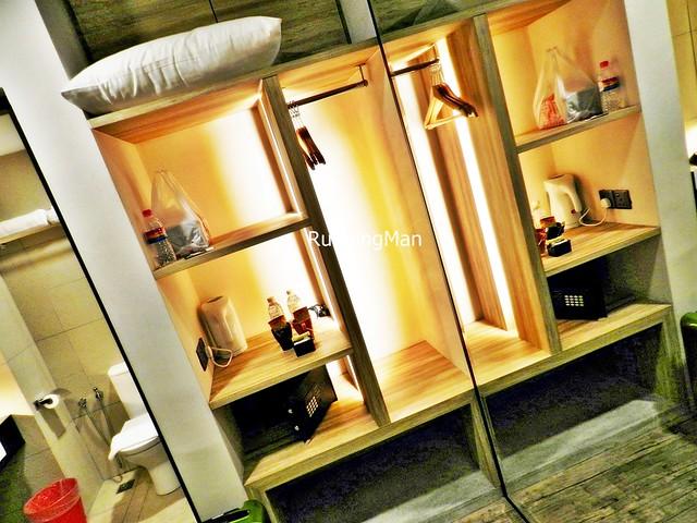 U Hotel 04 - Room Shelf