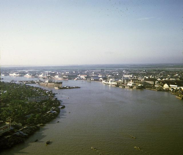 VIETNAM 1969-70 by Andrew Atherton - Sông Saigon, Cảng Khánh Hội