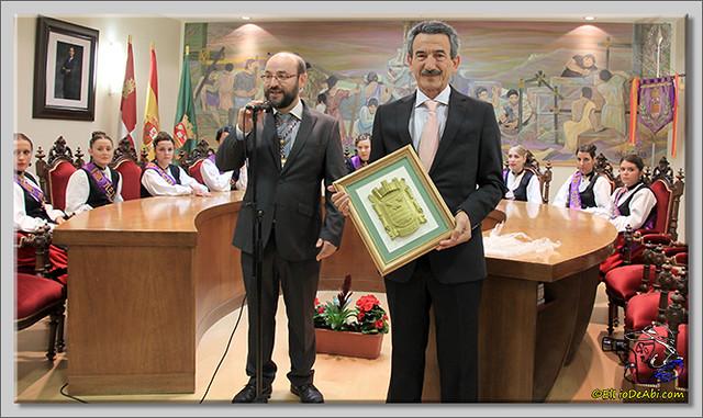 Briviesca en Fiestas 2.015 Recepción en el Ayuntamiento y canto popular del Himno a Briviesca (6)