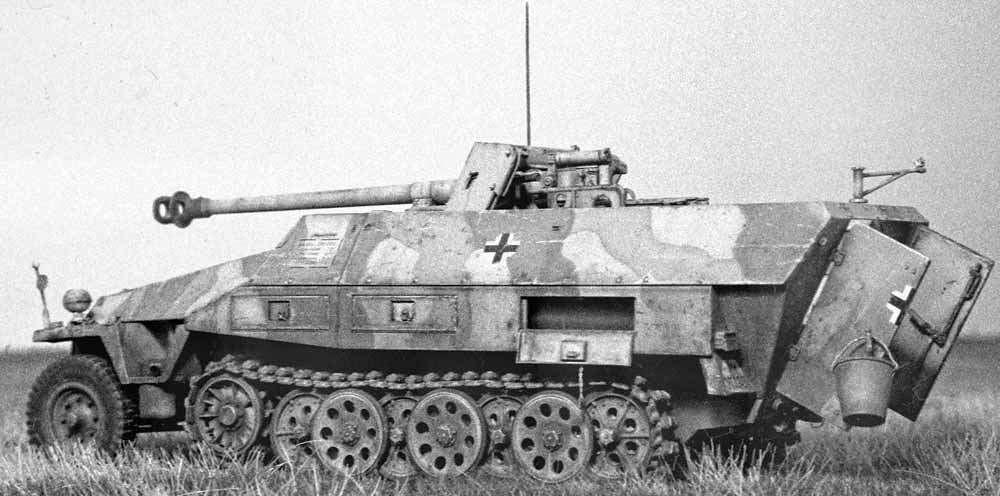 Mittlerer funkpanzerwagen sd ausf d afv club for Chambre a air 312 x 52 250