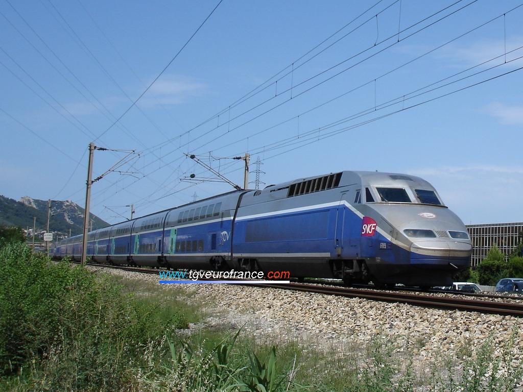 La rame TGV Réseau-Duplex 609 de SNCF Voyages circulant en direction de Toulon le 24 juin 2007