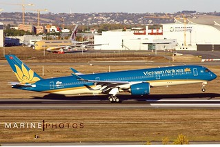 Airbus A350-941 (F-WZFL) Vietnam Airlines