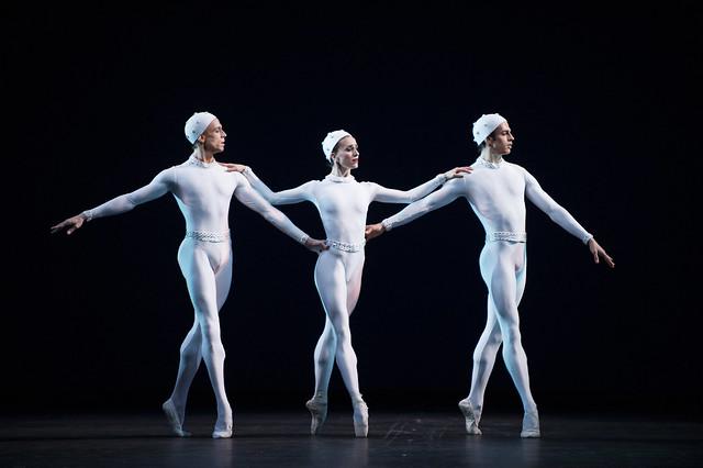 Edward Watson, Marianela Nuñez and Federico Bonelli in Frederick Ashton's Monotones II, The Royal Ballet © 2015 ROH. Photograph by Tristram Kenton.