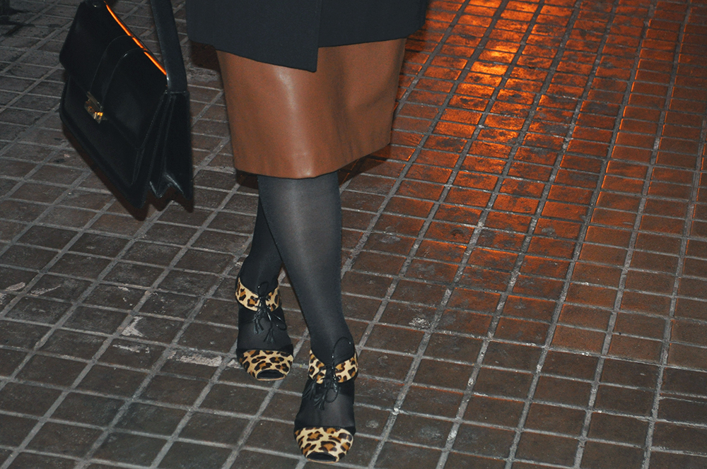 valencia spain fashion blogger somethingfashion amanda ramón, leopard shoes toutöu elda craftsmanship, vintage looking outfit style pencil skirt zara brown leather, winter outfit streetstyle holidays casual