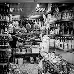 Neapolitan Grocery in the port exit / Epicerie napolitaine à la sortie du port