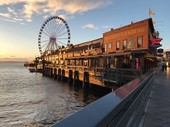 The sunset really cooperated for this one. #nofilter #boystrip2016 #seattlelife #seattlewheel🎡