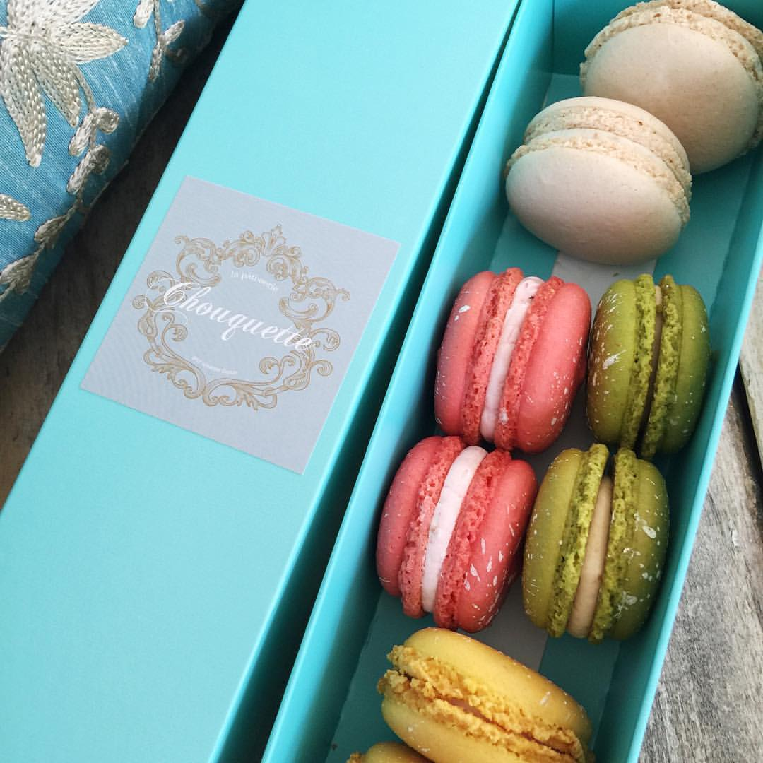 Perfect dessert on our anniversary! Almost too pretty to eat... Such delicious flavor a, too... Whiskey chestnut🍁, lemon chiffon 💛, etc... Got two of each, is that bad?! #briancarrieforever #macarons