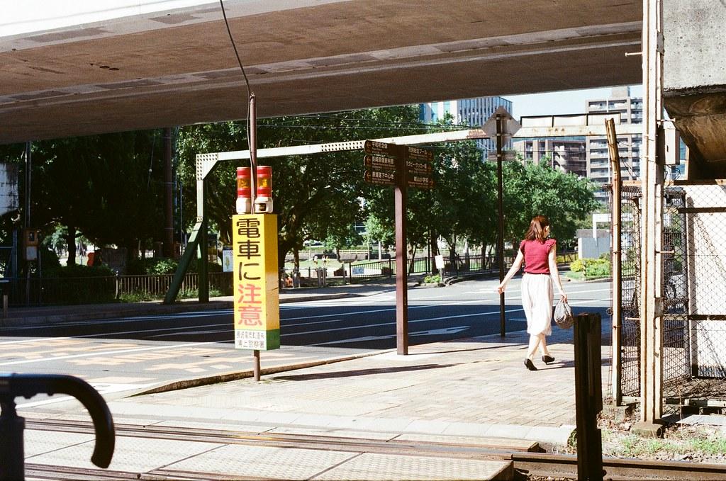 松山町 長崎 Nagasaki 2015/09/08 電車月台周邊,其實我去了兩次長崎,但卻沒有走過去對面過。  Nikon FM2 / 50mm Kodak UltraMax ISO400 Photo by Toomore