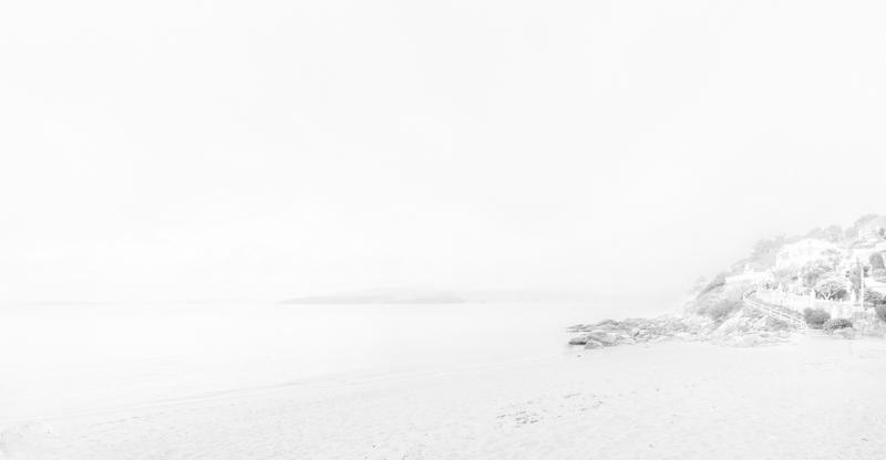 9.- Imagen de bajo contraste. <br />Noviembre. &quot;Playa otoñal&quot;