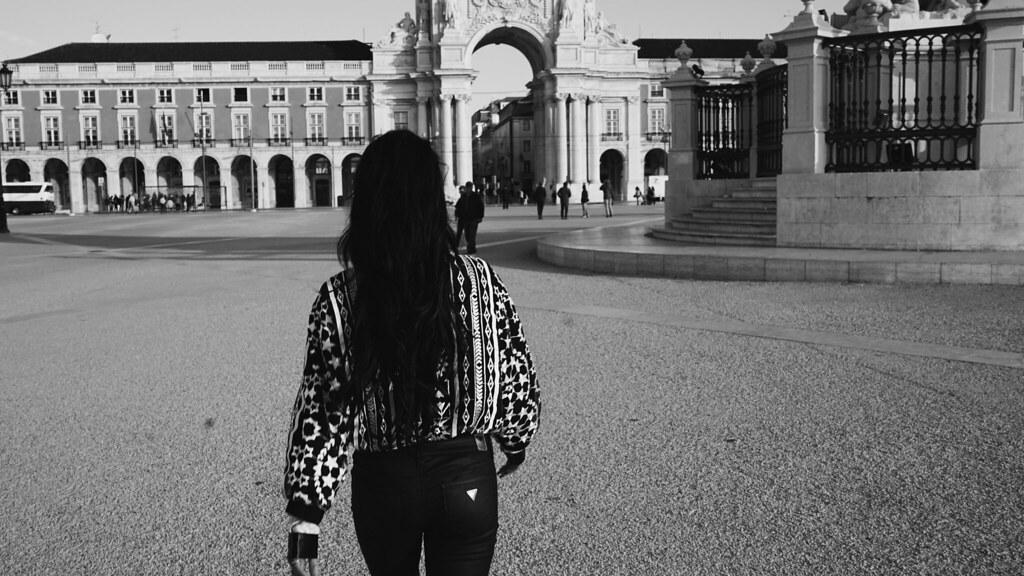 Ванесса Хадженс — Фотосессия для «Find Your California» 2015 – 102