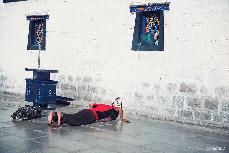 2015.12.09 ▐ Tibet 西藏踢北去 ▐ 尋找藏人真正的拉薩中心,被信仰力量震撼的大昭寺與舊城區 20.jpg