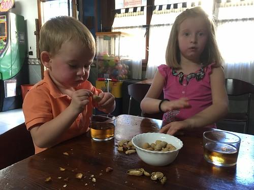 Eating Peanuts in El Tablon